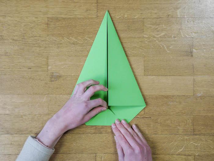 bricolage de noel 6 papier vert corde pompons et feutres