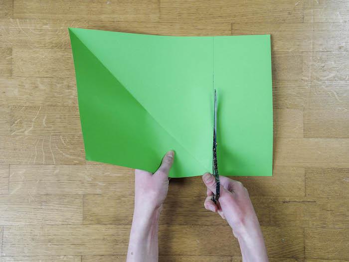 papier vert corde pompons et feutres bricolage de noel 3