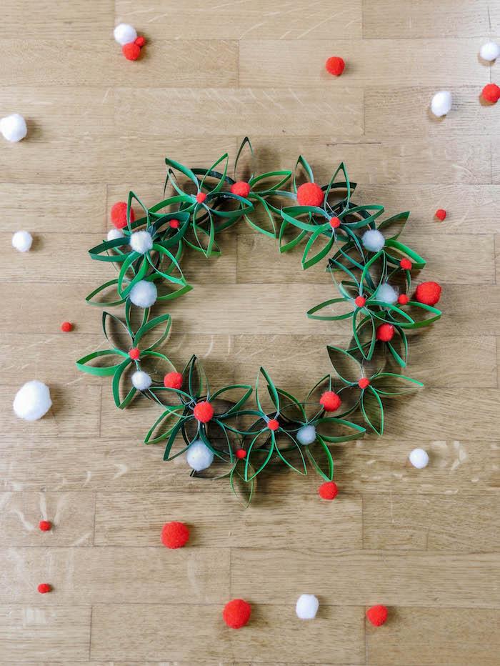 Couronne de Noël en papier houx et eucalyptus blog DIY - clem around the corner