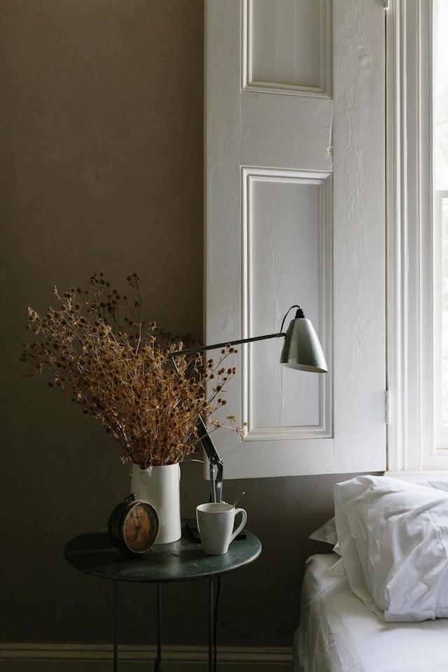 mini maison champêtre table de nuit wabi-sabi minimaliste-chambre