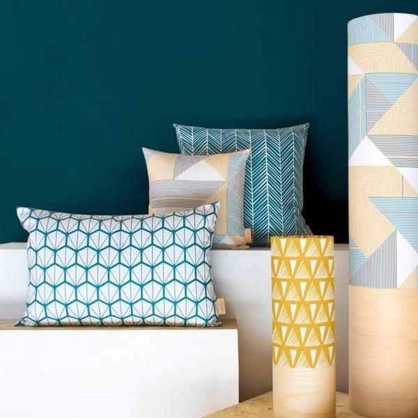 Mademoiselle Dimanche coussin graphique bleu canard decoration scandinave coloree blog