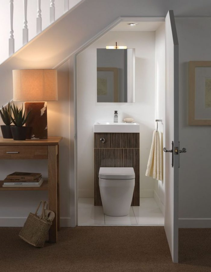 aménager un dessous d'escalier toilettes wc lavabo décoration