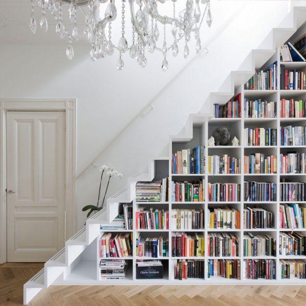 blog déco aménager un dessous d'escalier bibliothèque diy clem around the corner