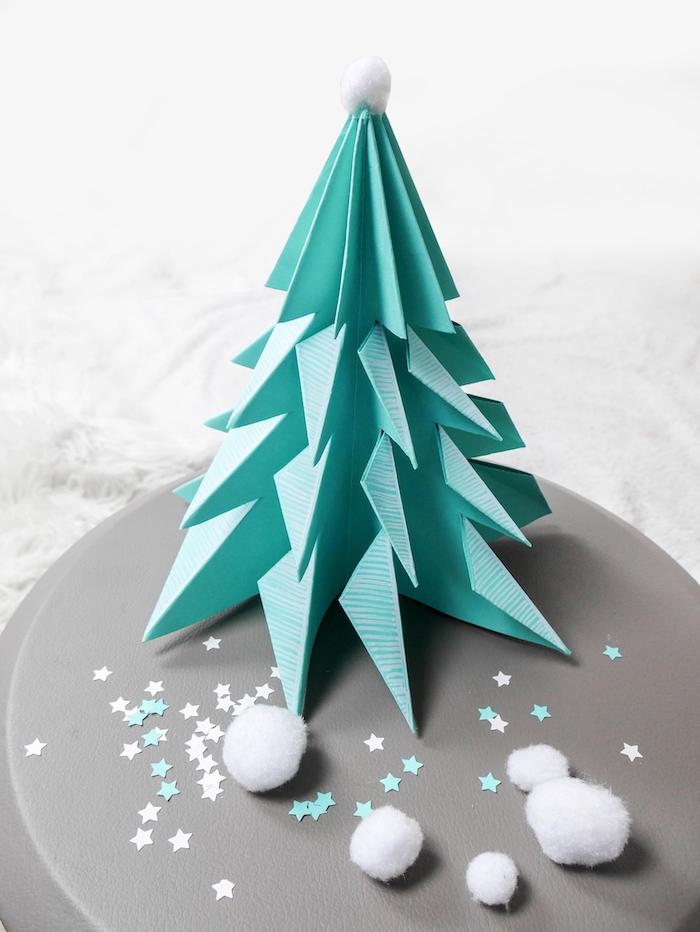 bricolage de noel sapin en origami bleu turquoise style scandinave avec de jolies touches de blanc