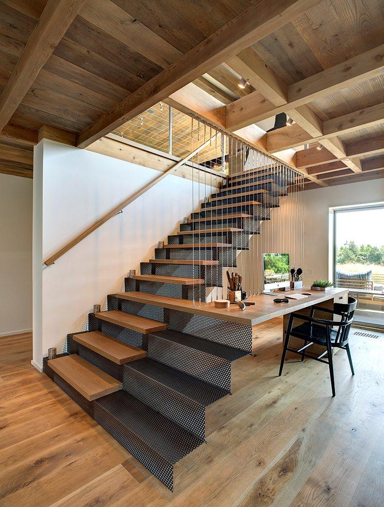 aménager un dessous d'escalier en coin bureau design architecte