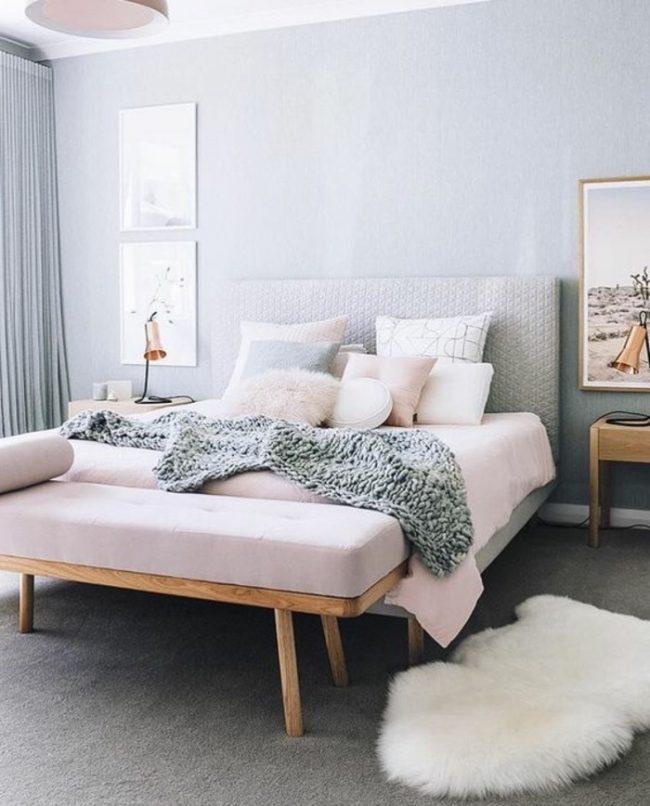 couleur de chambre féminine décoration intérieur bleu clair cosy pastel rose fourrure