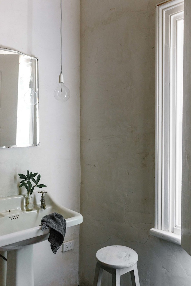 mini maison champêtre salle de bain vintage minimaliste wabi-sabi