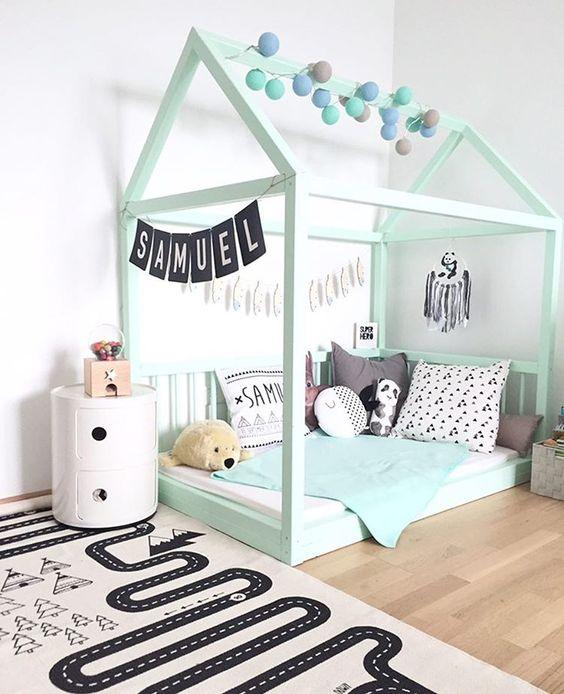 lit cabane interieur chambre enfant vert mint scandinave - blog déco - Clem Around The Corner