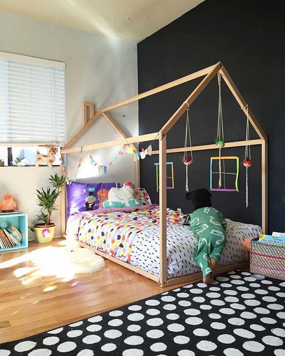 lit cabane interieur chambre enfant noir peinture diy - blog déco - Clem Around The Corner