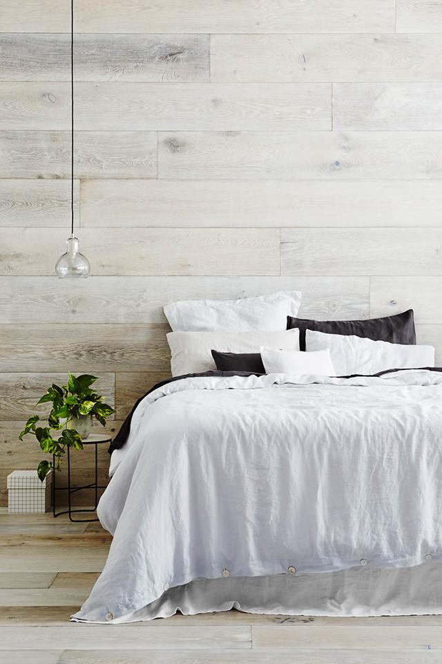 chambre chalet style scandinave parquet mur en bois gris