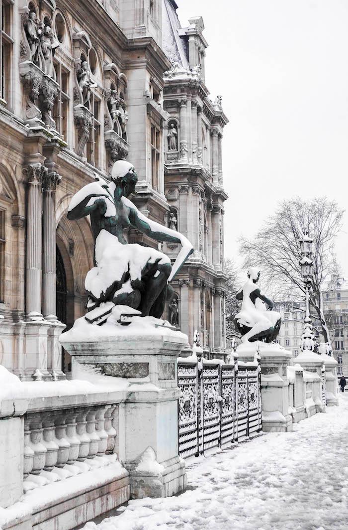 paris sous la neige photo video statue hotel de ville