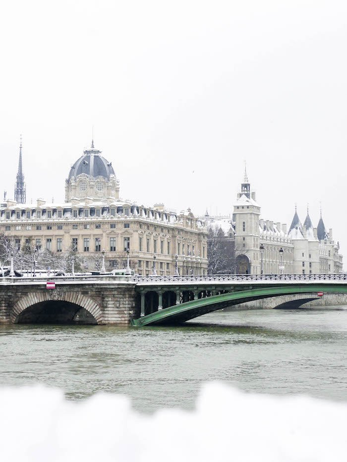 paris sous la neige photo video seine ville monument