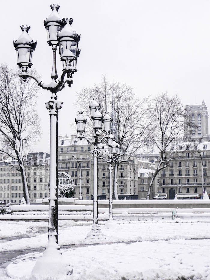 paris sous la neige photo video lampadaire perspective