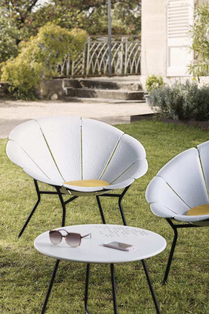 chaise en forme de fleur jardin fauteuil marguerite Grosfillex