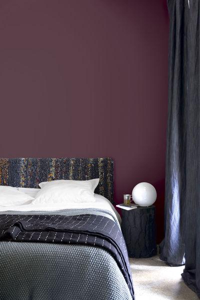 decoration maison chambre peinture papier peint couleur violet peinture et noir