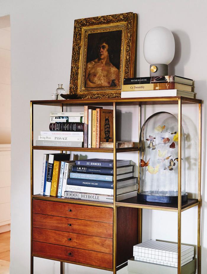 ancienne ferme rénovée cabinet curiosite vitrine papillon diy lampe beton menu