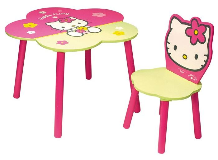 chaise en forme de fleur table bois hello kitty rose verte