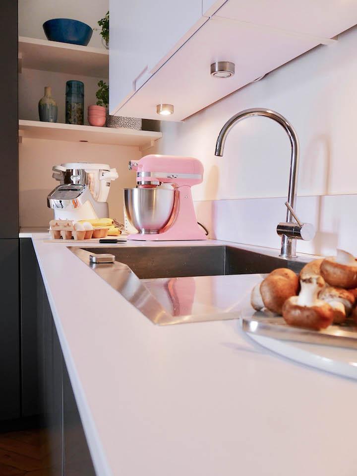 cuisine grise et blanche paris kitchenaid rose pastel
