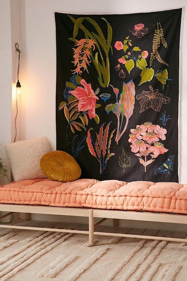 tapis tissus mur suspendu banquette rotin matelas rose
