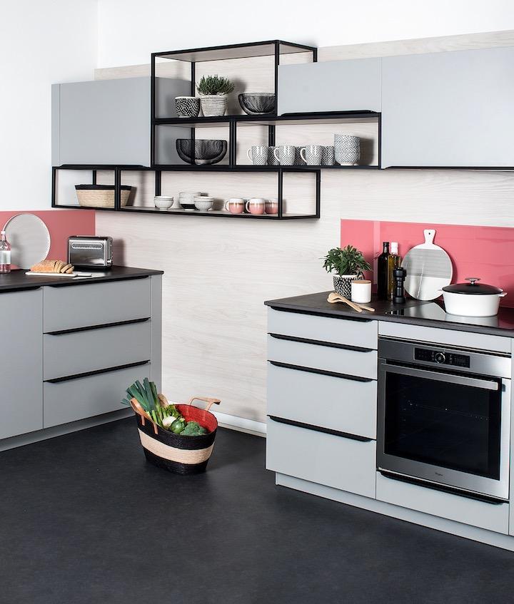 darty cuisine design moderne etagere bois grise rose industrielle indus style loft atelier