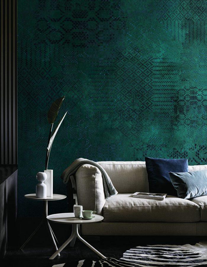 paipier peint vert canard motif relief ethnique mur salon