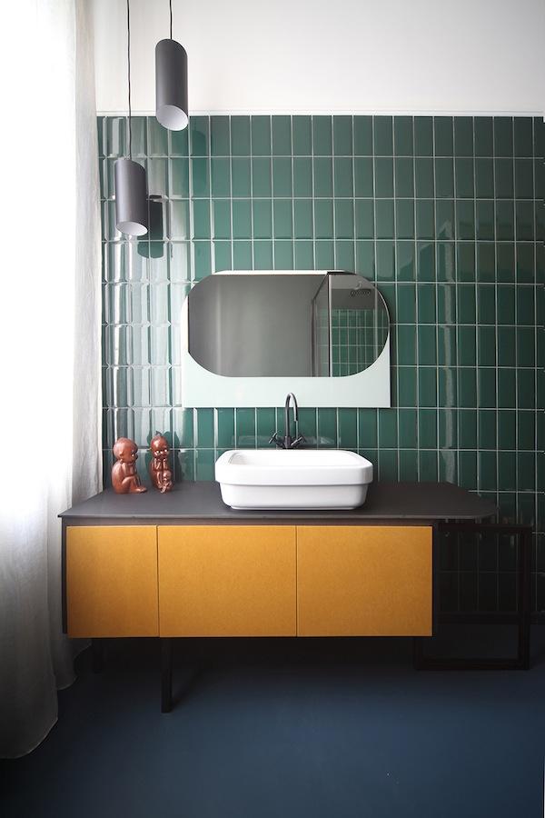 salle de bain carrelage credence vert canard sapin art deco