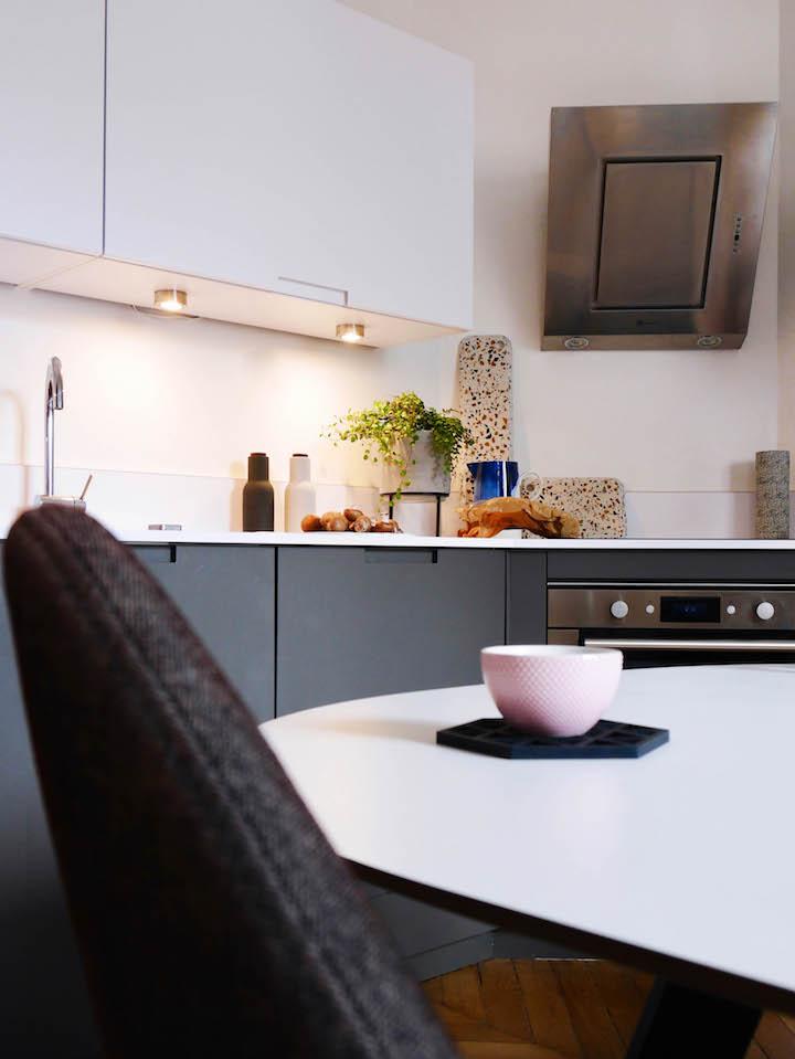 beautiful cuisine grise et blanche design ideas. Black Bedroom Furniture Sets. Home Design Ideas