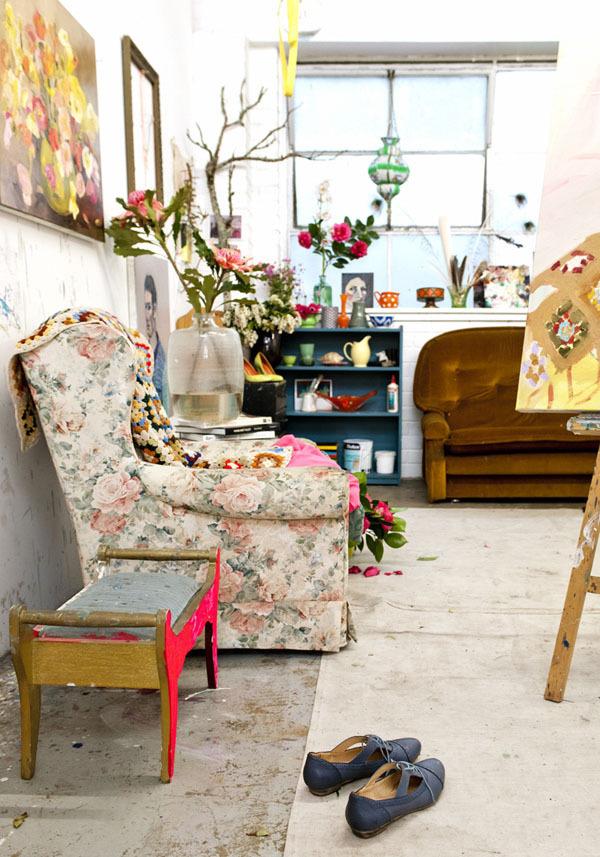 deco fleurie fauteuil vintage fleurs interieur atelier decoration pop melange de style