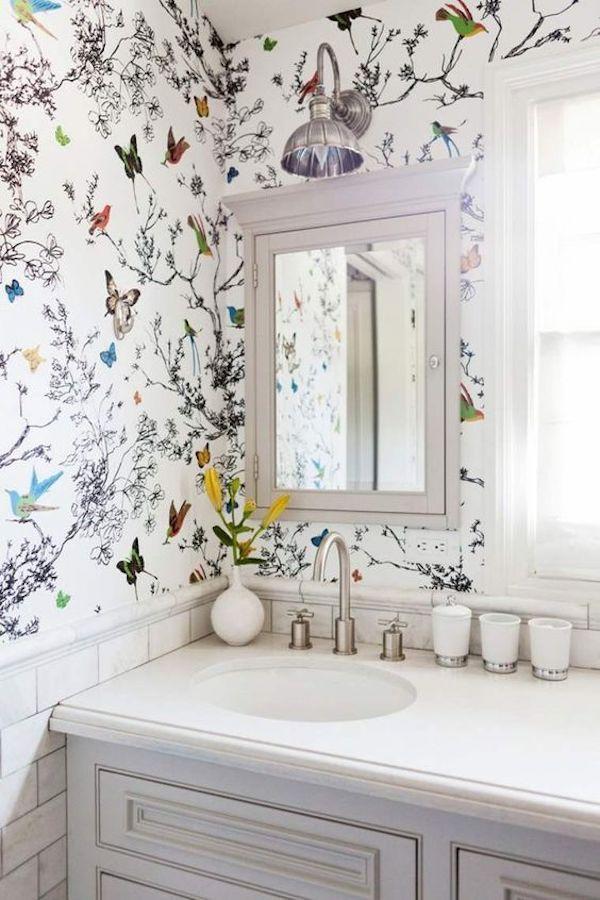 deco fleurie papier peint floral salle de bain