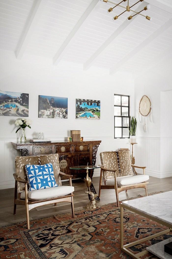 maison californienne meubles vintage tapis berber table fauteuil chaise daim fausse fourrure mobilier