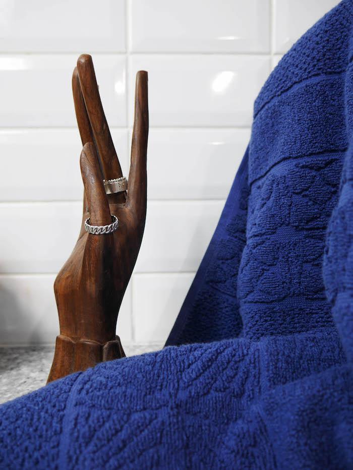idee fete des meres cadeau serviette main bijoux salle de bain