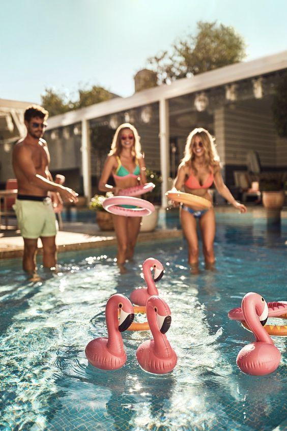 jeu de lancer anneau gonflable piscine flamant rose - blog déco - clem around the corner
