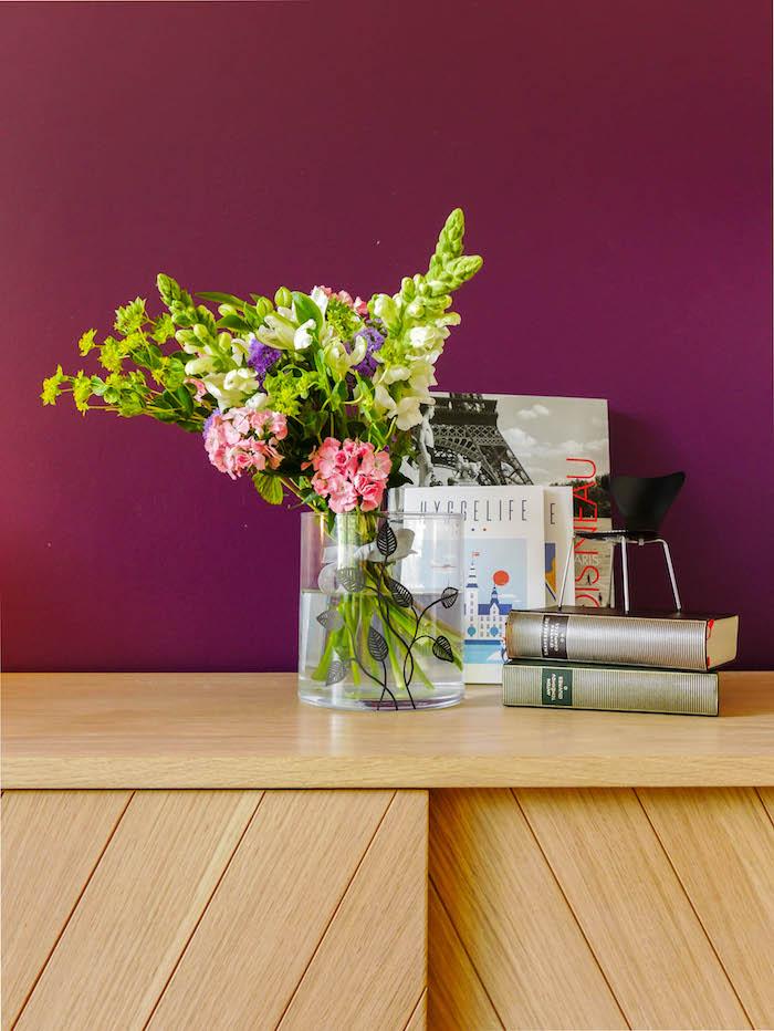 décoration fleurs vase hygge mauve prune mur fleurs bouquet creation personnalisation decoration blog deco