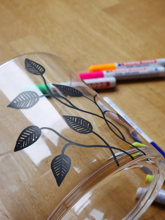 deco fleurie fleurs feuilles dessin diy do it yourself personnalisation creation vase