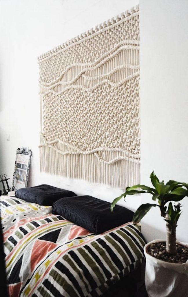 suspension macrame diy salon mur decoration blanc beige rideau