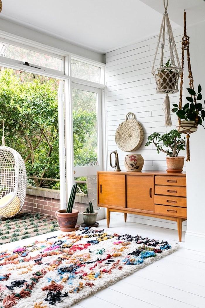 maison californienne familiale boho terrasse tapis couleurs meuble bois