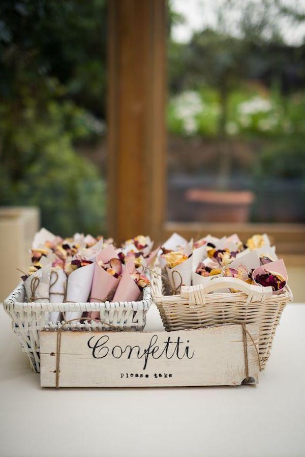 confetti mariage petales de fleurs deco ceremonie laique