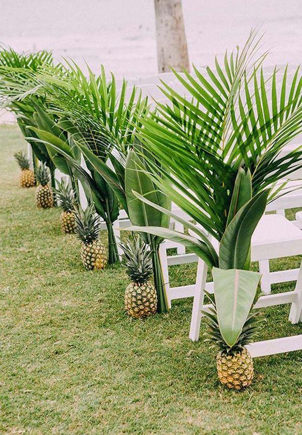 deco ceremonie laique ananas banc bois herbe palmier mariage