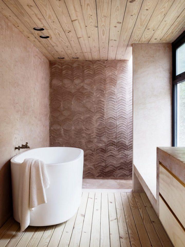maison de verre invisible salle de bain terre cuite baignoire ilot tronc arbre blog déco architecture clem around the corner