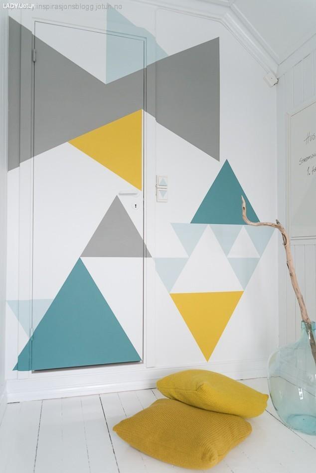 idée décorer une porte motif géométrique triangle peinture mur blog déco