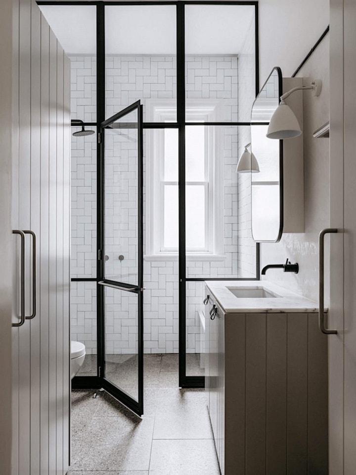 bungalow californien scandinave chic salle de bain verriere