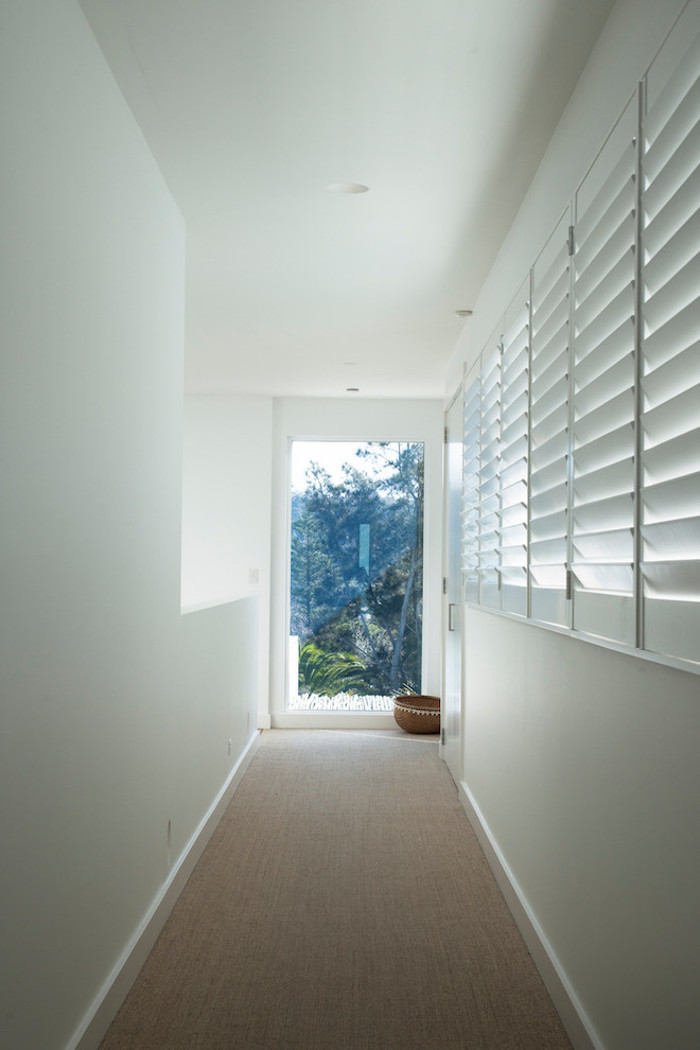 beach house couloir blanc design vue nature blog déco clem around the corner