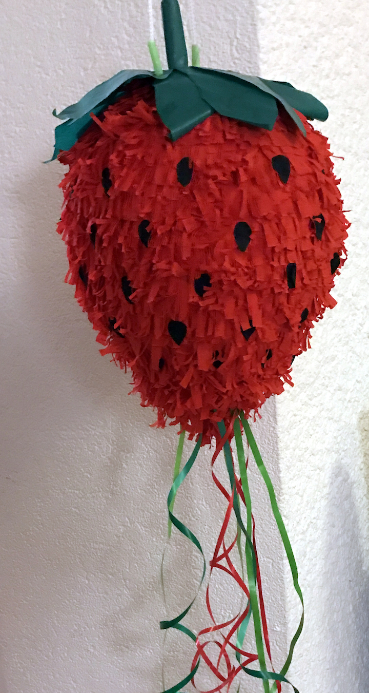 pinata diy tutoriel blog déco fraise clem around the corner