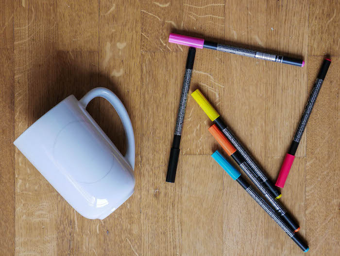 idée bricolage enfant gouter anniversaire feutre porcelaine mug pas cher