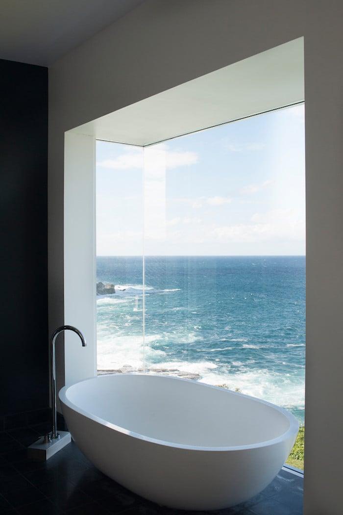 beach house baignoire vue sur mer blog déco clem around the corner