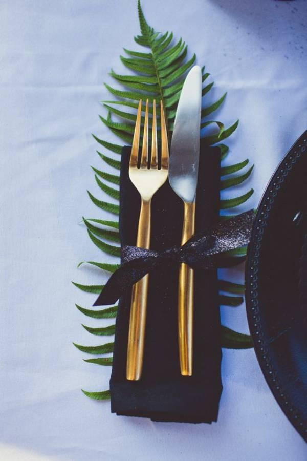 deco feuille de palmier mariage dore vert table blog clemaroundthecorner