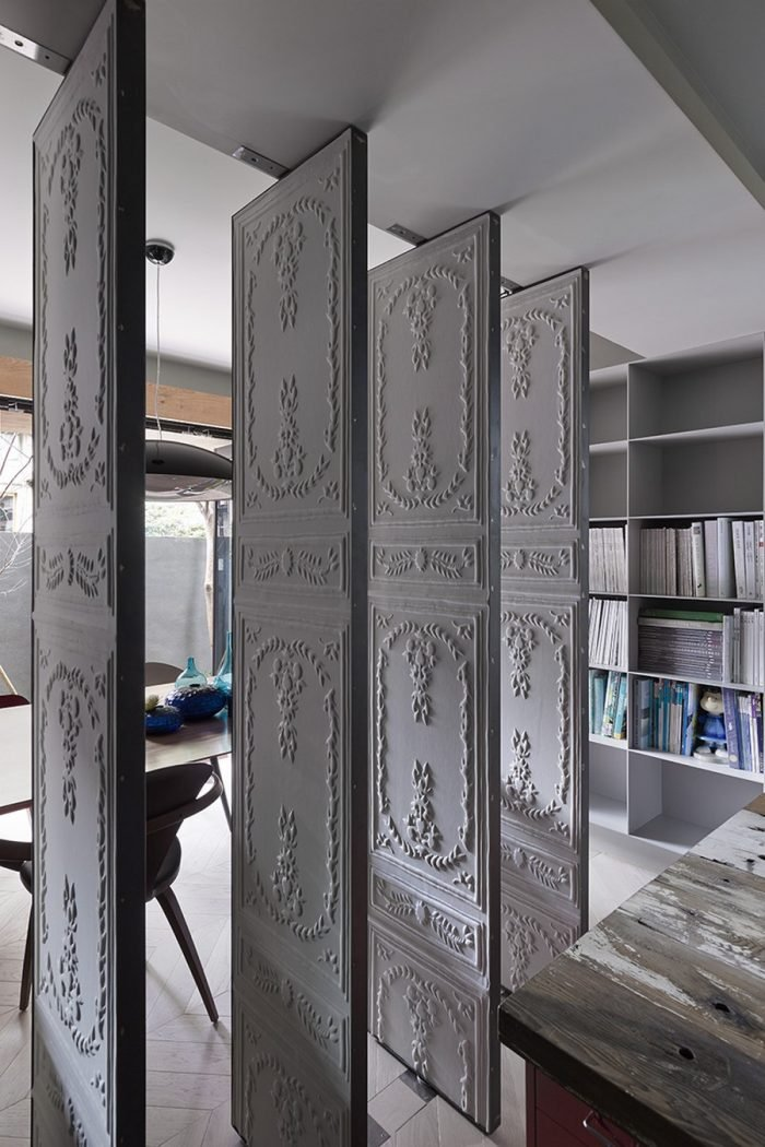 décorer une porte cloison amovible pivot papier peint blog déco clem around the corner