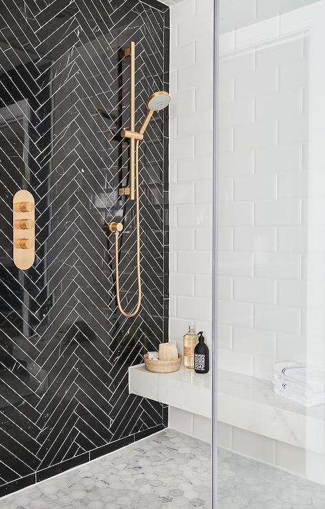 douche à l'italienne salle de bain art déco noir blanc laiton dorée