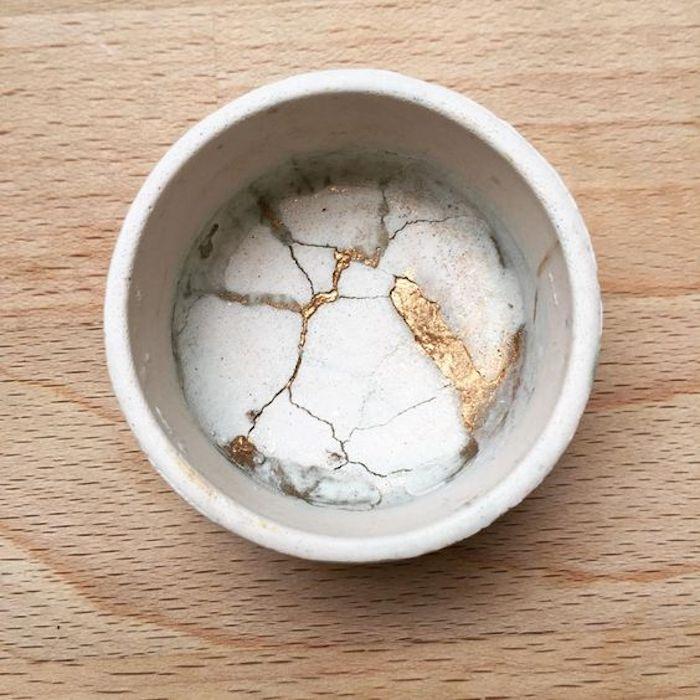 kintsugi fond tasse céramique réparation or doré jointure