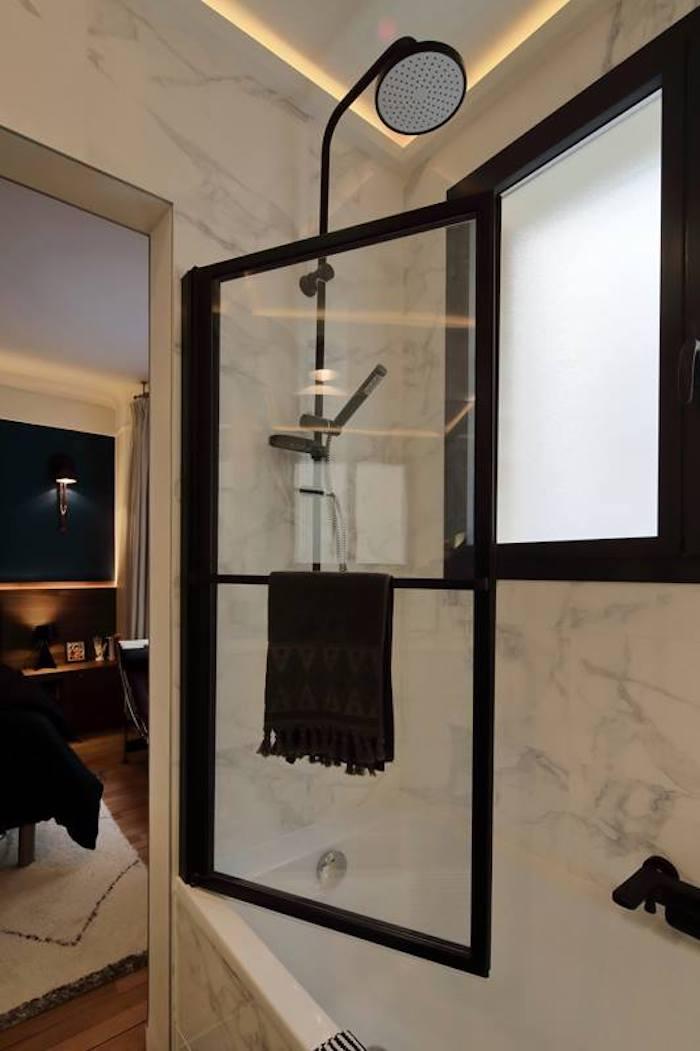 salle de bain suite parentale noir blanc paris appartement chic